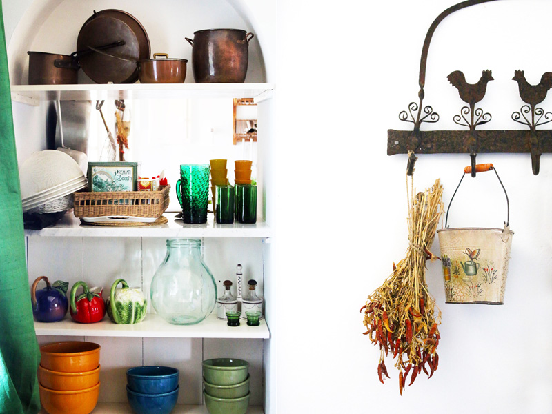 kitchen-shelves-and-peperoncino-bouquet