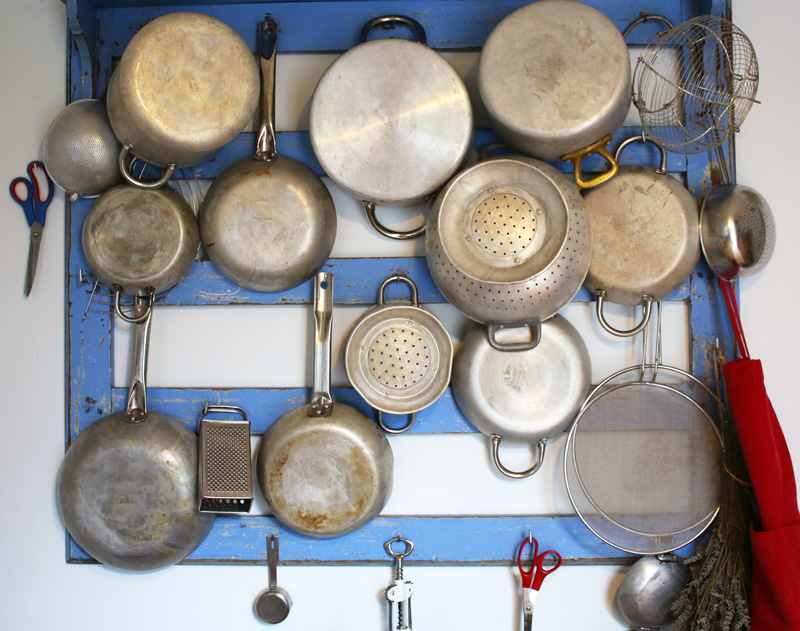 pans-on-wall