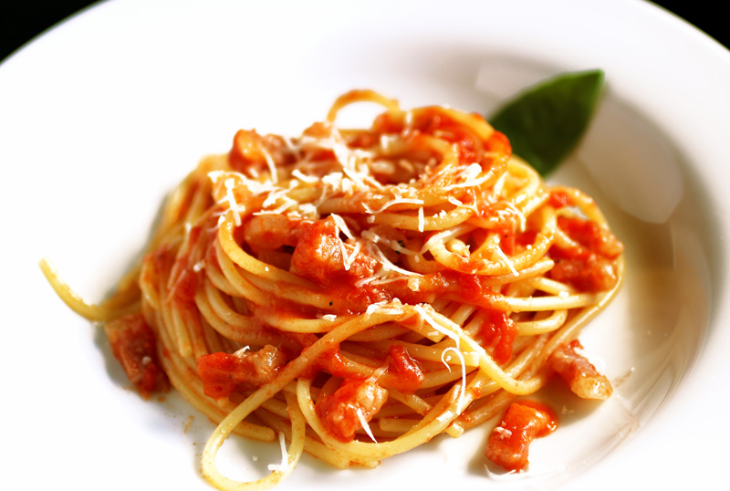 Love & Pasta Spaghetti all'Amatriciana - LA BELLA VITA